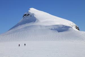 Tur- og skiterrenget ved Bjørkelia er upåklageleg, og Jølster skisenter ligg like ved stovedøra.